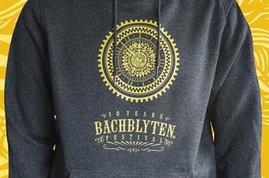 Bachblyten Festival - Hoodie - Textilveredelung - Referenzen | Clausen Werbung